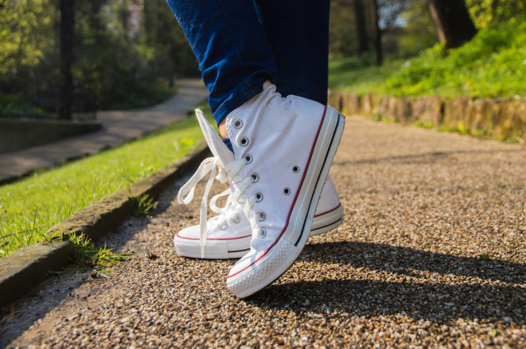 1b3bf33663a990 Strahlend schön  5 Pflege-Tipps für weiße Sneakers