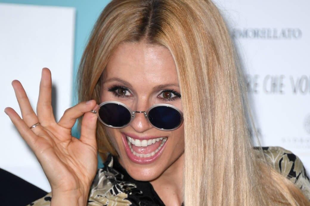 Sogar Stars wie Michelle Hunziker haben Probleme mit dunklen Ansätzen