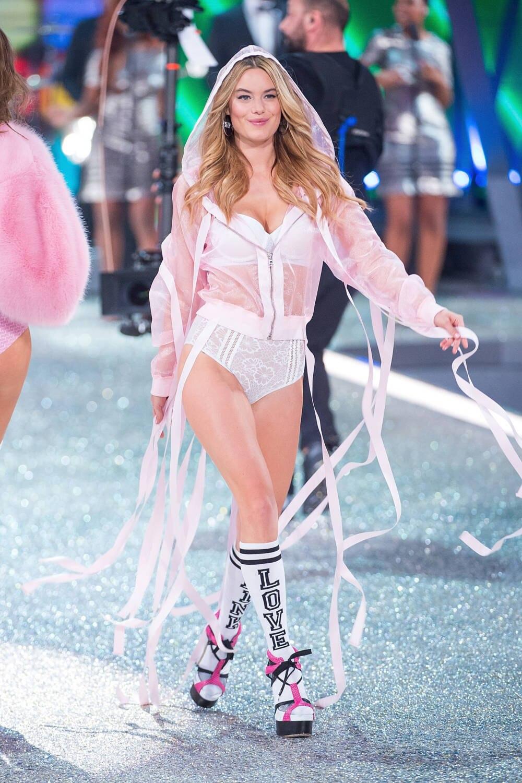 """Camille Rowe bei der """"Victoria's Secret""""-Show"""