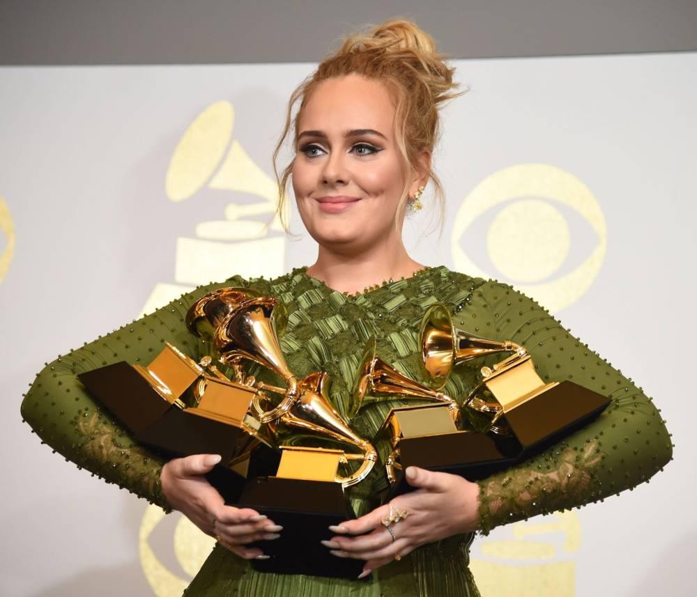 Adele mit ihren Grammys