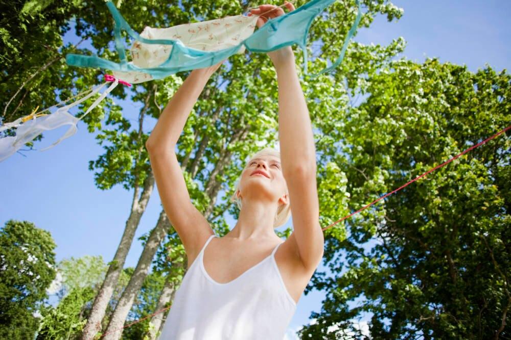 Um die Unterwäsche zu schonen, sollte man sie nach der Wäsche Luftrocknen lassen