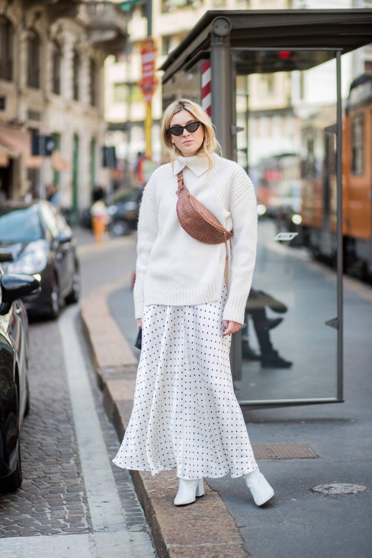 Frau weiß gekleidet Stree Style