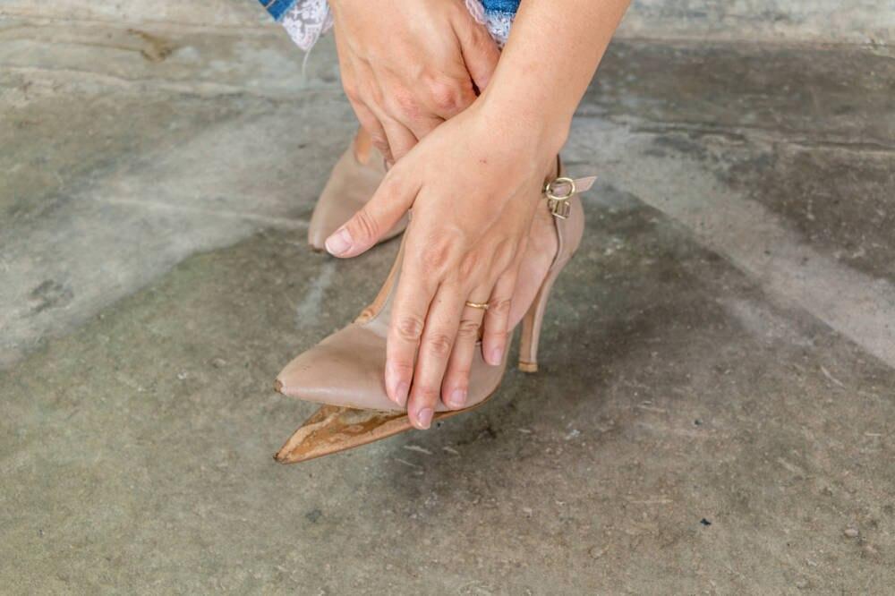 Eine lose Schuhsohle kann schnell zum Problem werden. Aber auch schnell behoben werden