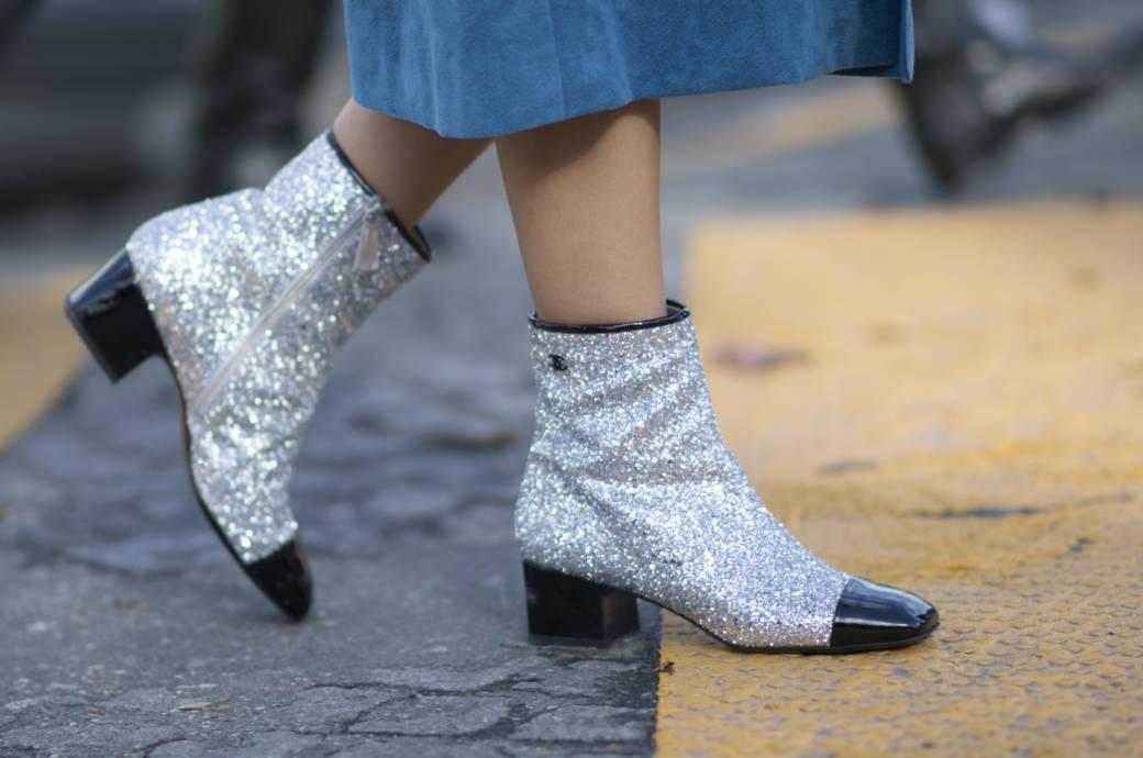 Two Tone Stiefel von Chanel