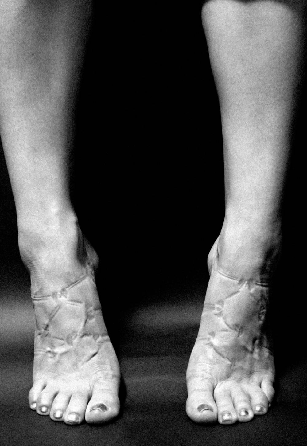 Nackte Beine Schuhabdruck