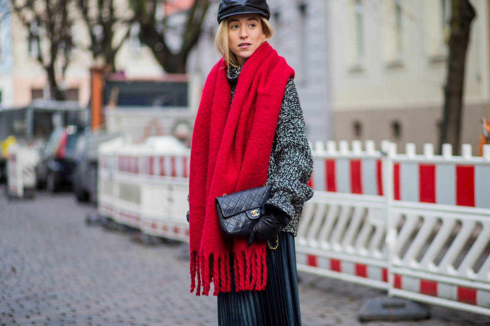 Streetstyle roter Schal