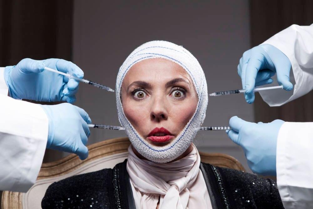 Frau mit Botox-Injektionen