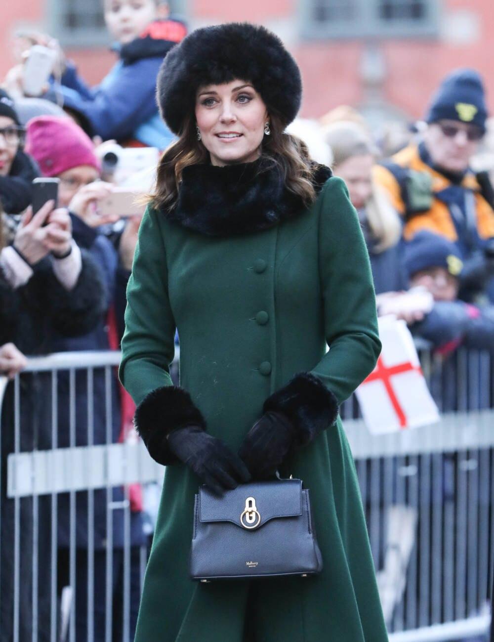 Herzogin Kate im grünen Mantel
