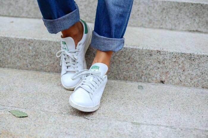 Streetstyle Umgekrempelte Jeans Adidas Sneaker
