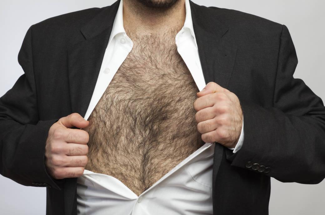 Mann mit Brusthaar