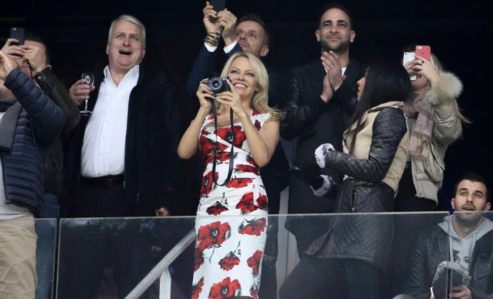 Pamela Anderson beim Fussball
