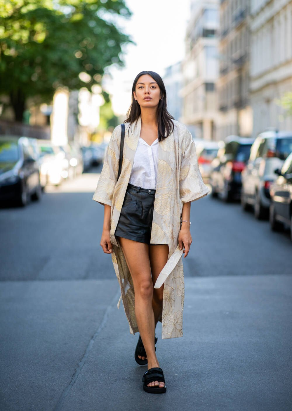 Streetstyle Frau mit Kimono Leder-Shorts Berlin