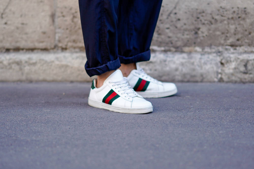 Weiße Sneaker Streetstyle