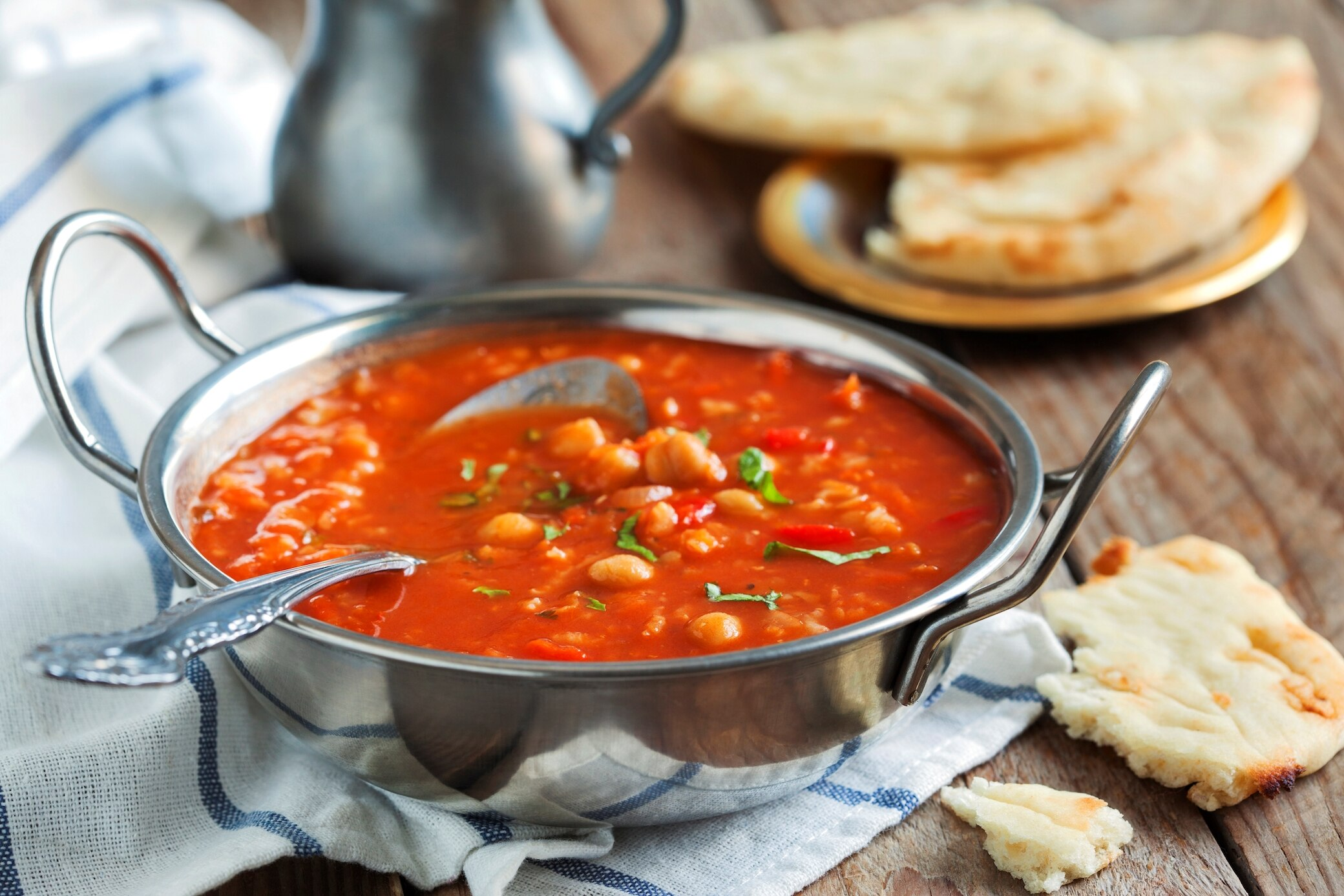 Geeiste Tomaten-Paprika-Suppe mit Salsa Verde