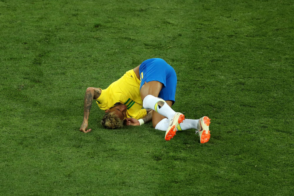 Neymar nach einem Faul