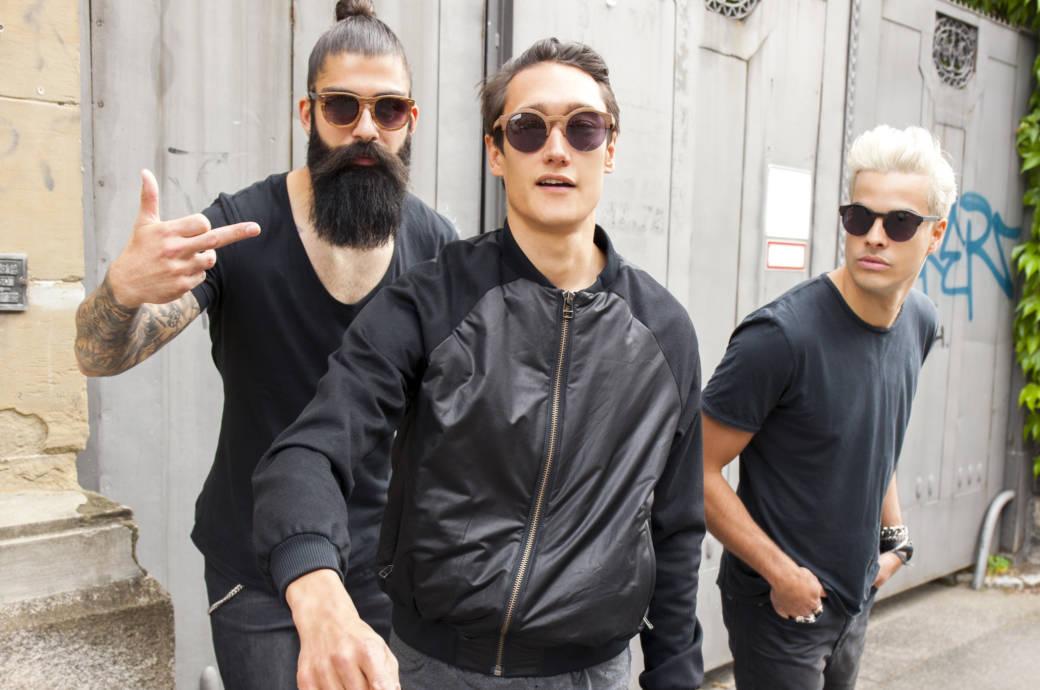 Drei Männer in Schwarz
