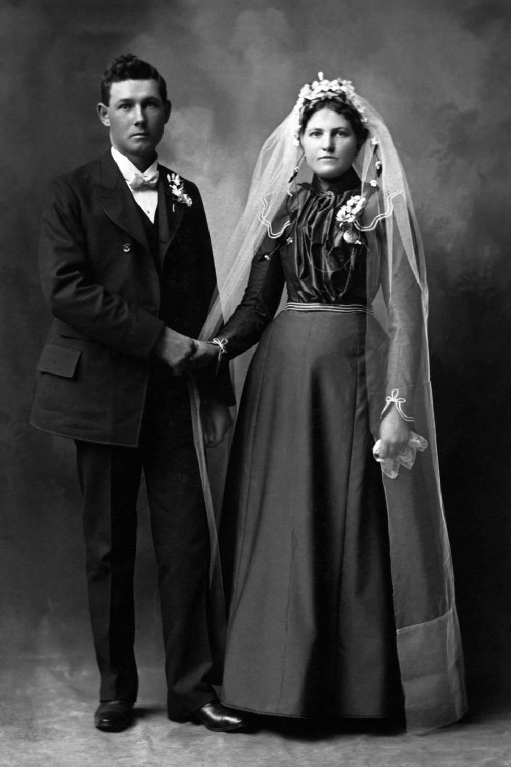 Warum sind Brautkleider Weiß?
