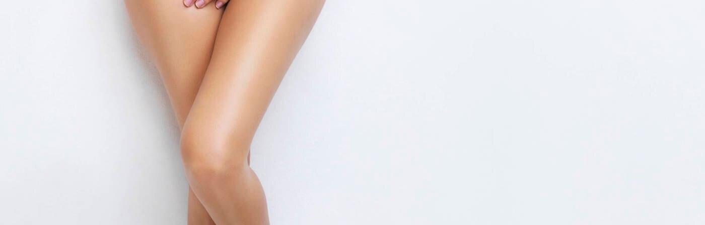 Frau untenherum nackt