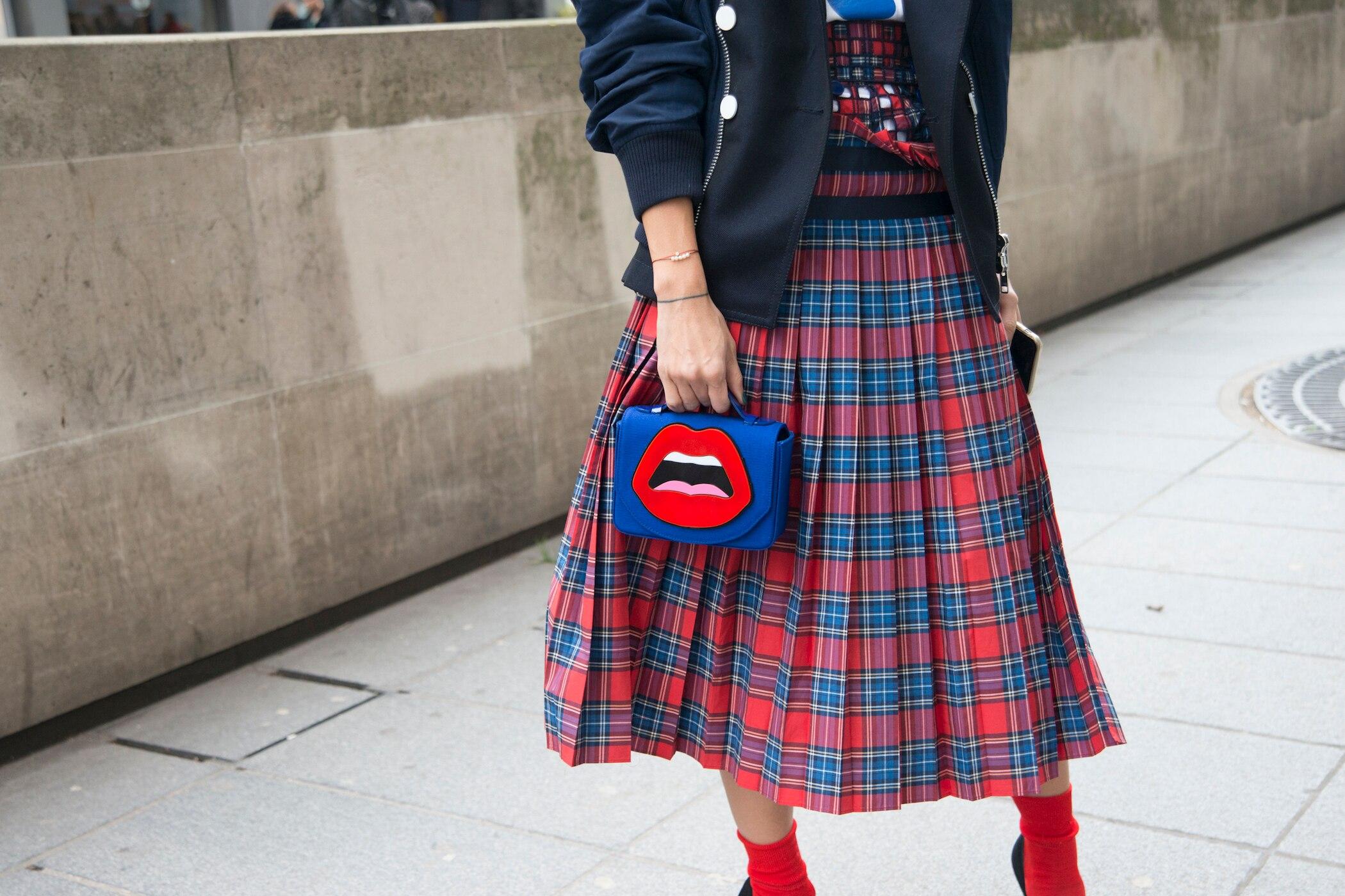 67c186549c444 Muster-Röcke richtig kombinieren – so einfach geht's! | STYLEBOOK