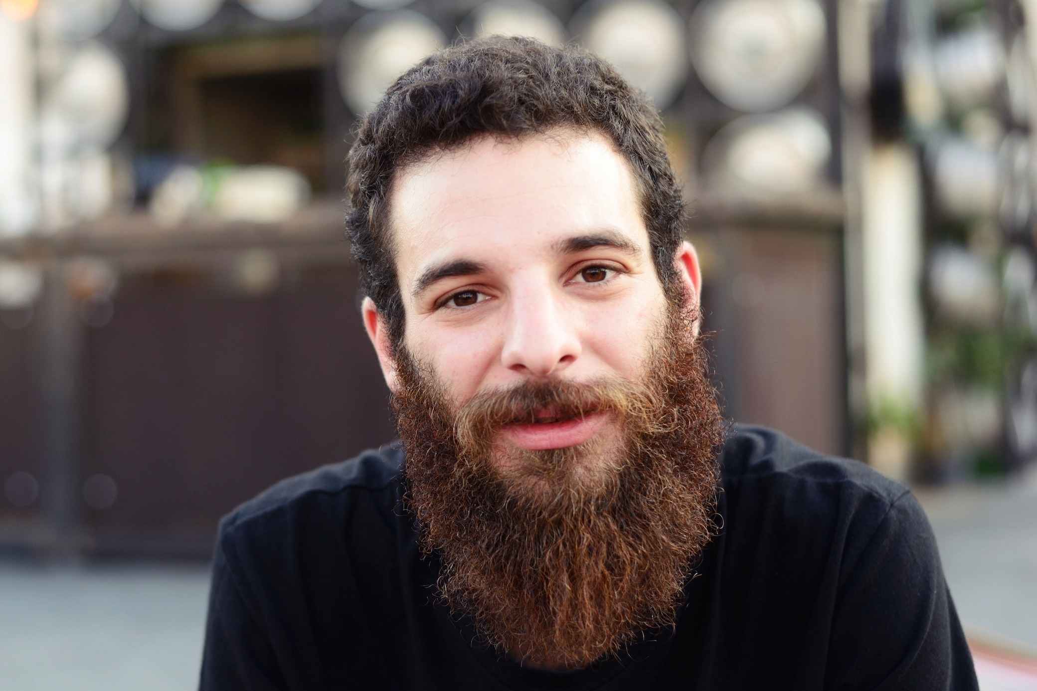 Krass! Darum haben dunkelhaarige Männer oft einen roten Bart