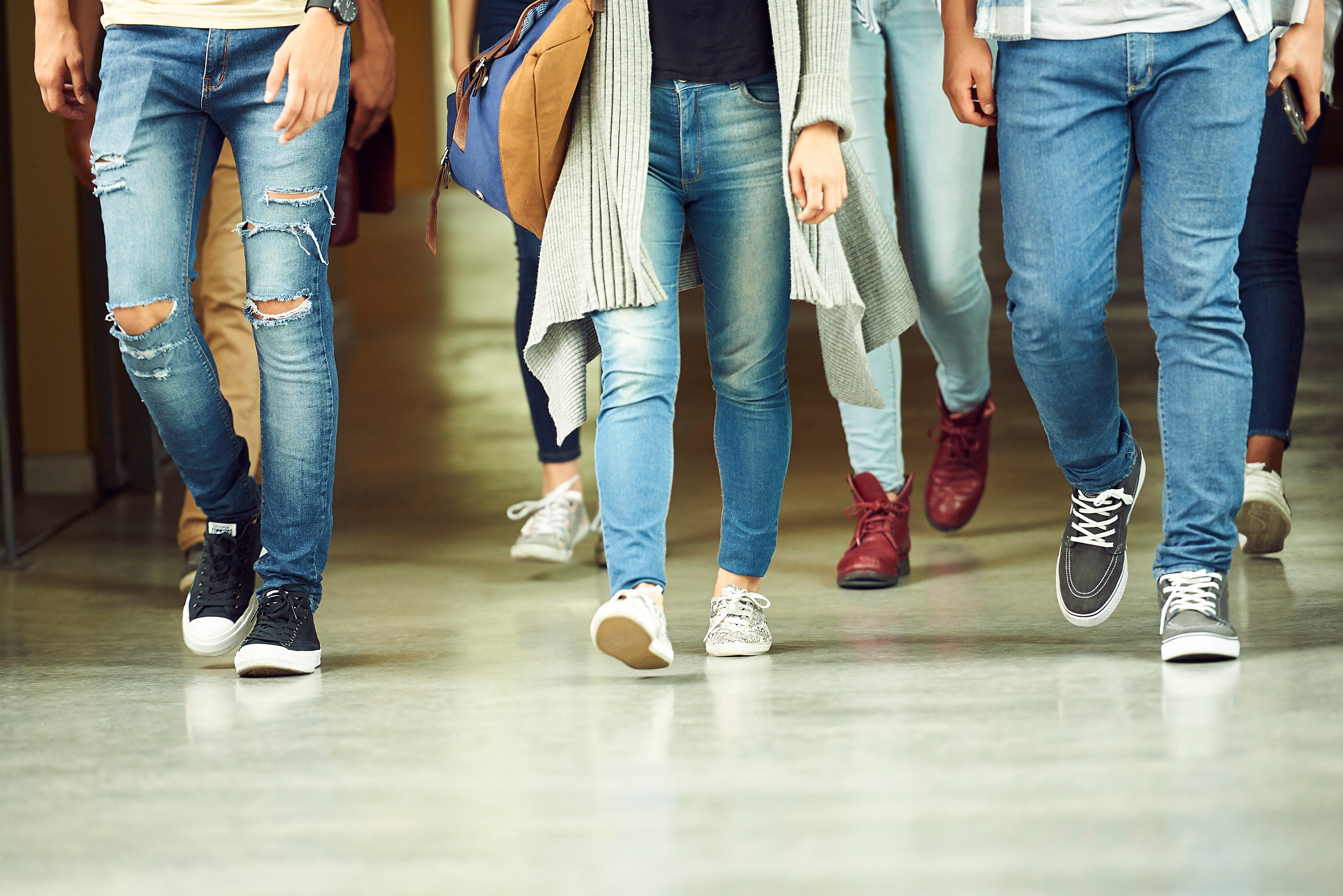 Passend zu jungen Teenager-Pornos