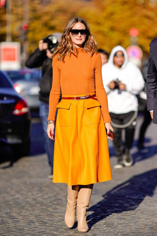 1d0e83da981007 Das New York It-Girl Olivia Palermo kreiert mit Orange einen  Seventies-Style. Dafür bleibt sie in einer Farbwelt und wählt für den  weiteren Look ähnliche ...