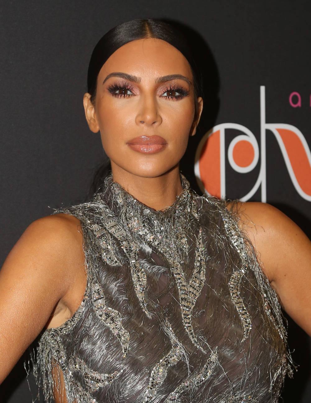 Kim Kardashian geht mit Make-up ins Bett  | STYLEBOOK