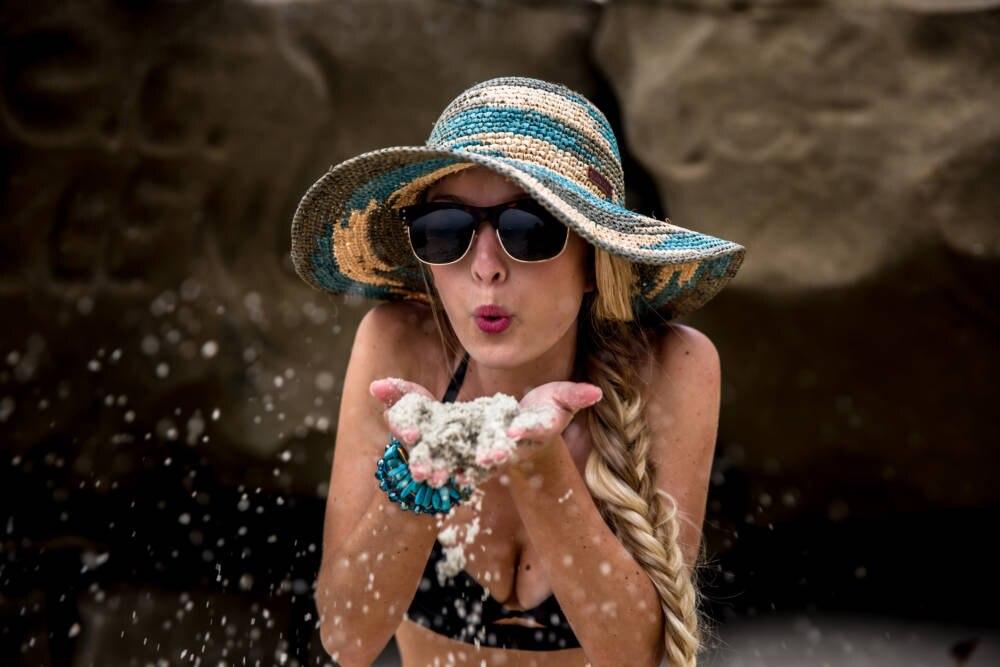 Frau mit Fischgrätenzopf