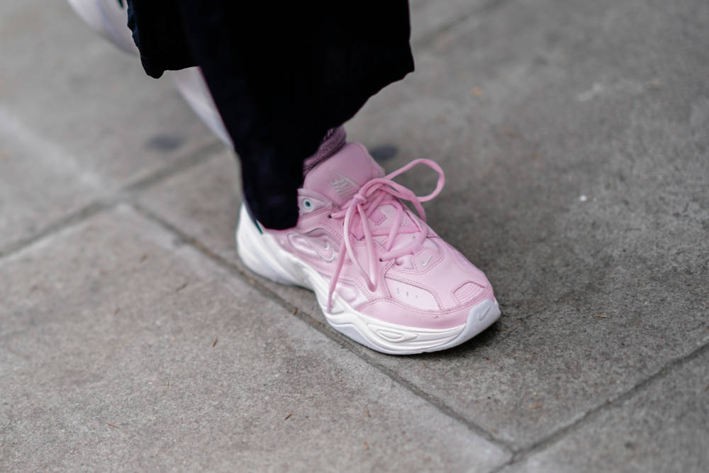 6ec0934b8d75e0 Ugly-Sneaker in Rosa sind als Girly Sneaker dieses Jahr Trend Foto  Getty  Images