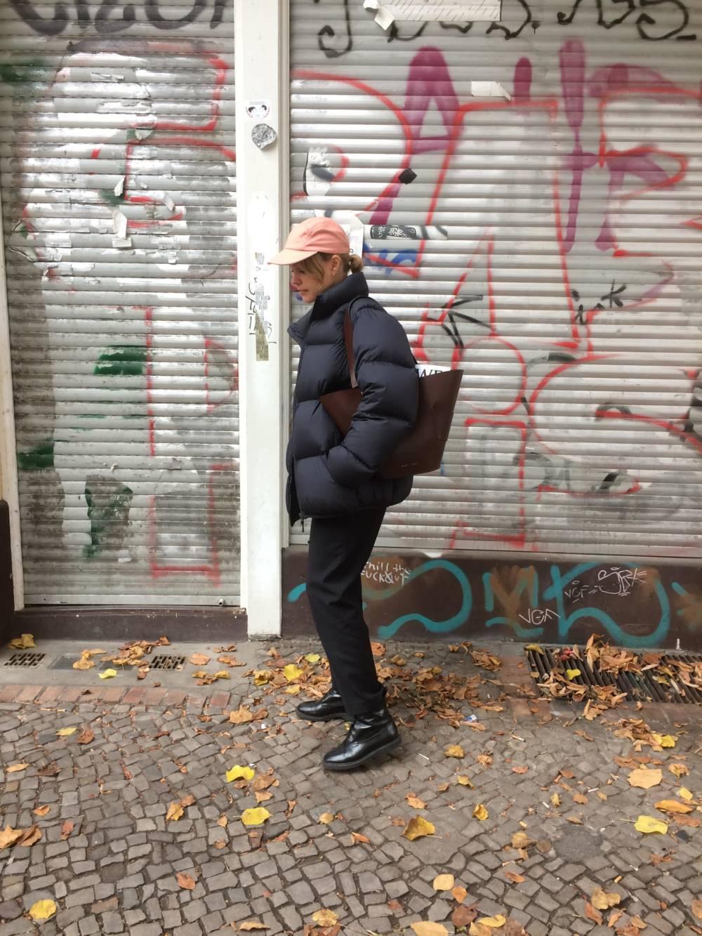 Daunenjacke auf der Straße