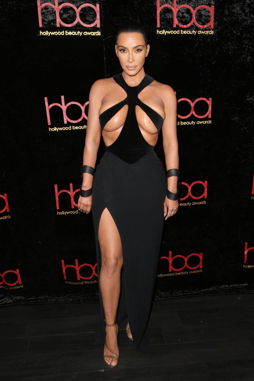 große Auswahl an Farben Discounter große Auswahl an Farben und Designs Kim Kardashian im schrägen Quetsch-Kleid von Thierry Mugler ...