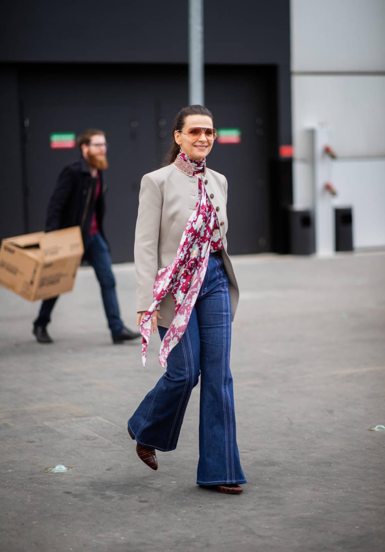 Street Style - Paris Fashion Week Womenswear Fall/Winter 2019/2020