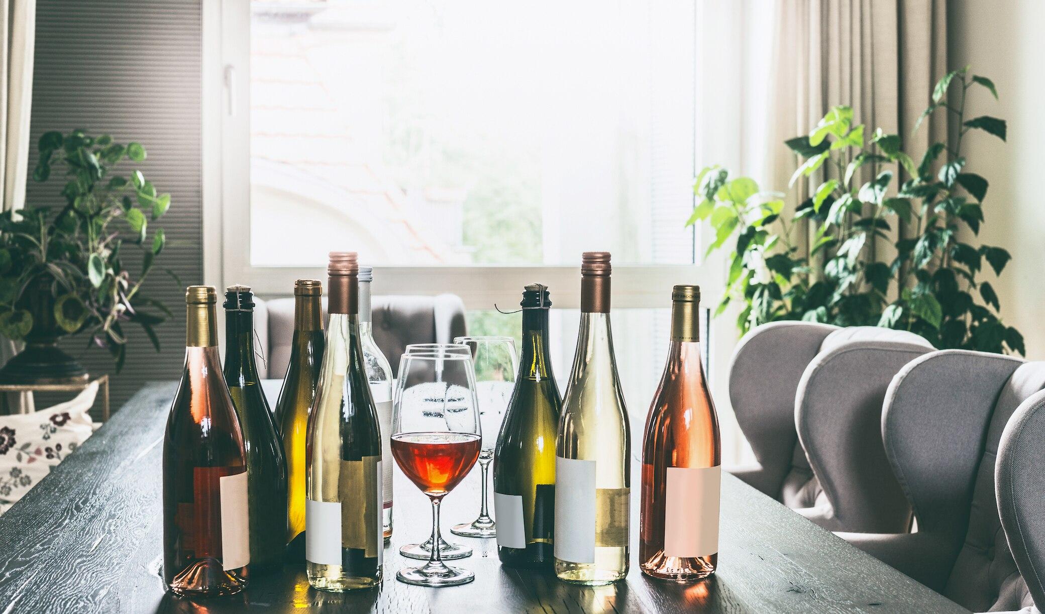 Was soll denn an normalem Wein nicht vegan sein? Der Unterschied liegt in der Herstellung.