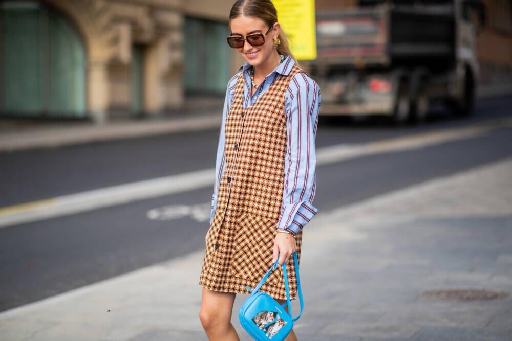 Bloggerin mit Kleid
