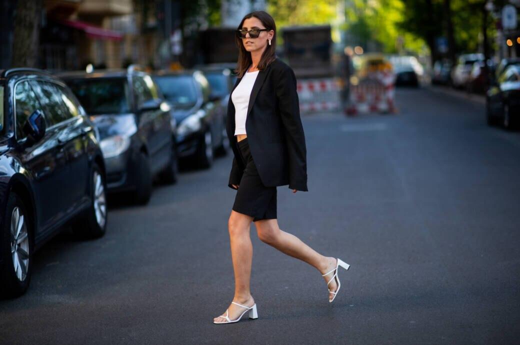 Frau mit kurzer Hose