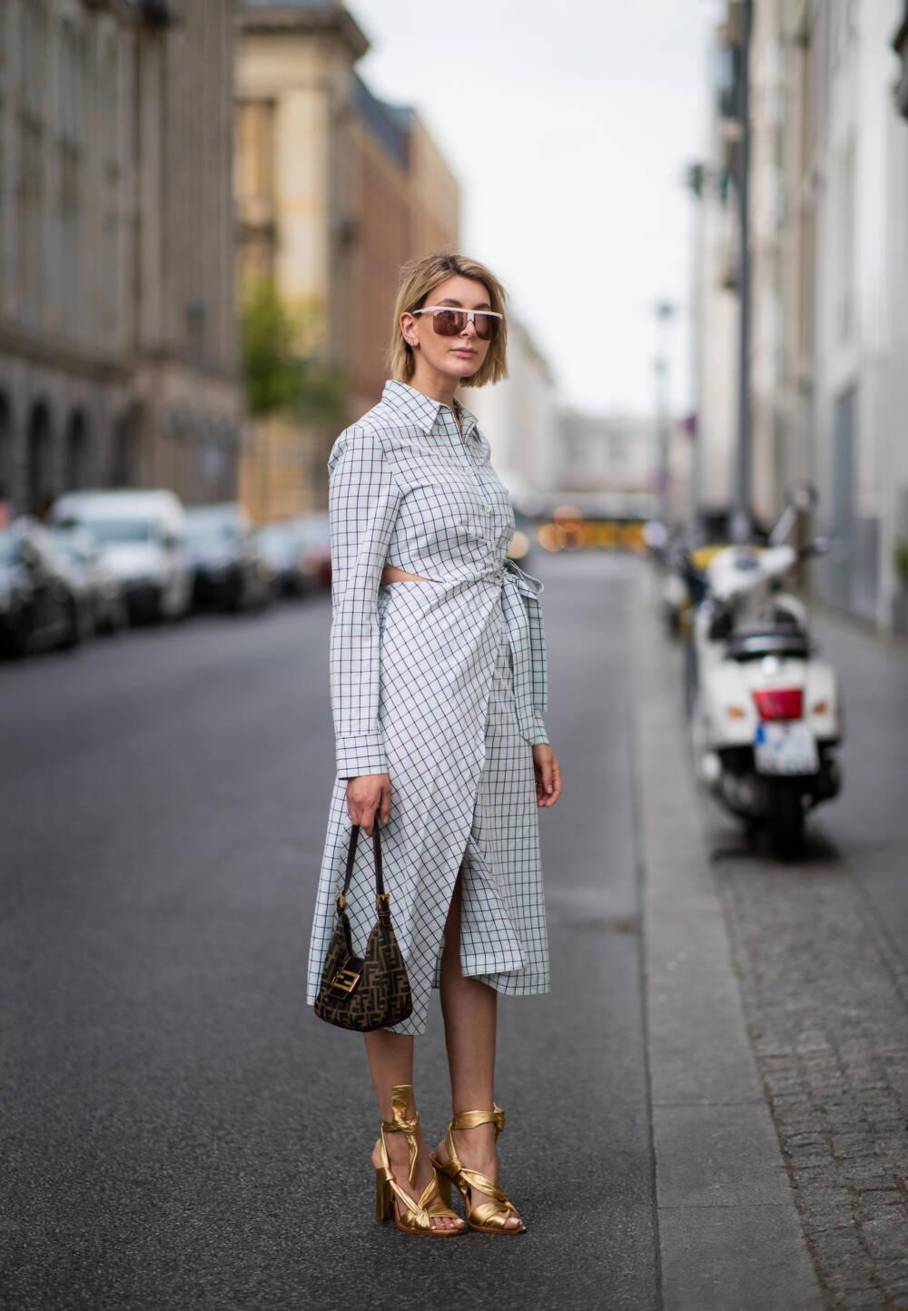 Bloggerin mit Hemdblusenkleid