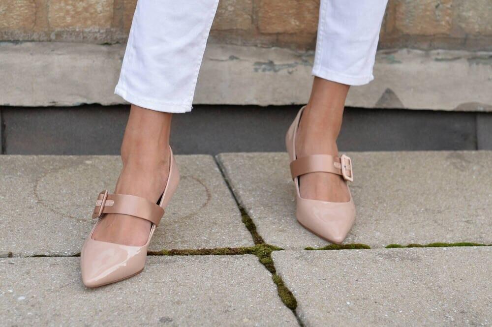 Nudefarbene Schuhe