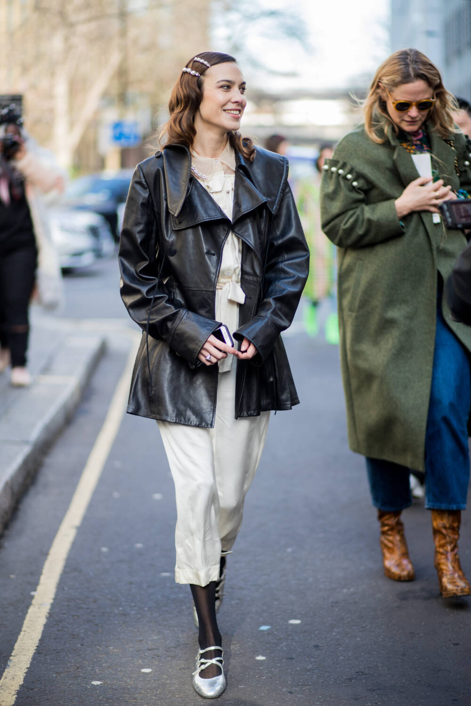 Frau mit Oversize-Blazer