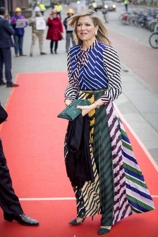 Königin Máxima im Streifenkleid