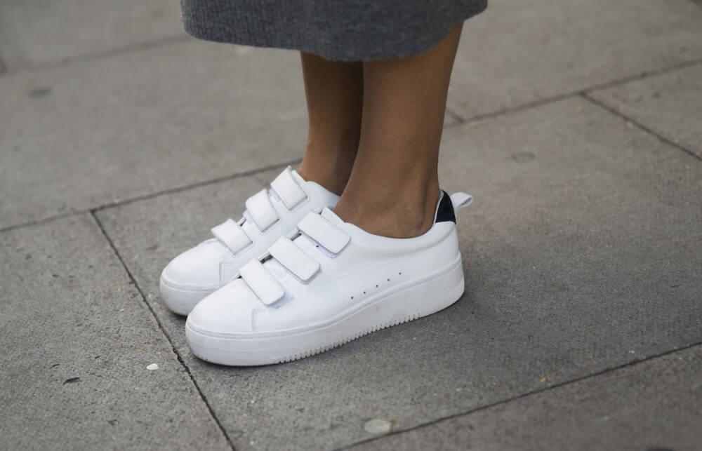 Grandpa Sneaker: Klettverschluss Turnschuhe liegen im Trend