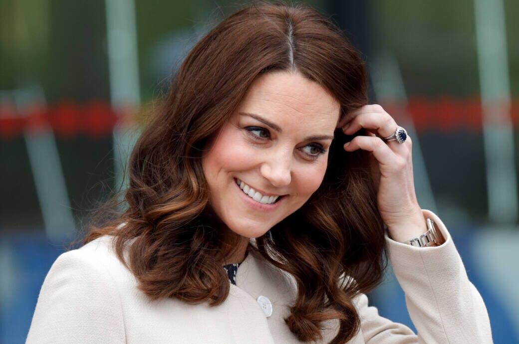 Herzogin Kate mit ihrem Verlobungsring