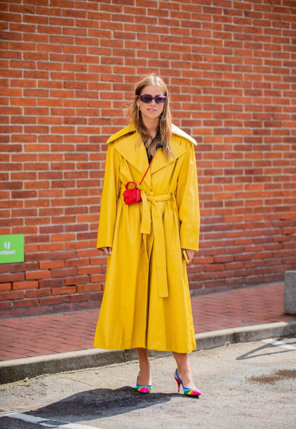 Ein gelber Ledermantel steht für sich
