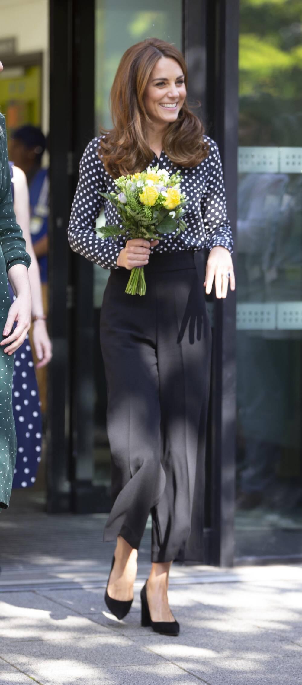 Herzogin Kate mit Blumenstrauß