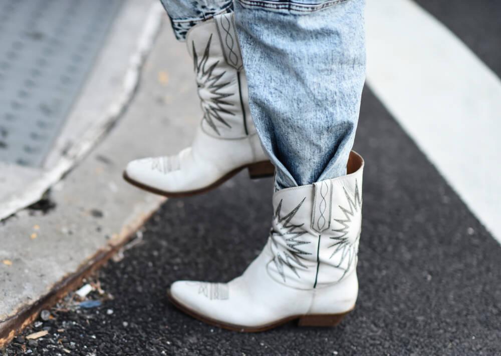 Frau in Cowboyboots