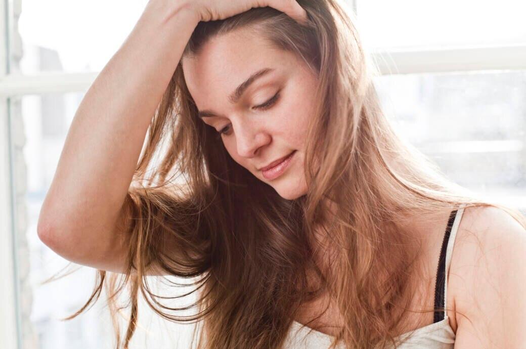 Dieser Trick kaschiert ungewaschenes Haar perfekt