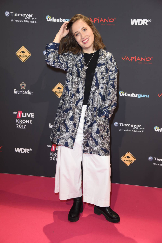 Alice Merton im Trend-Look