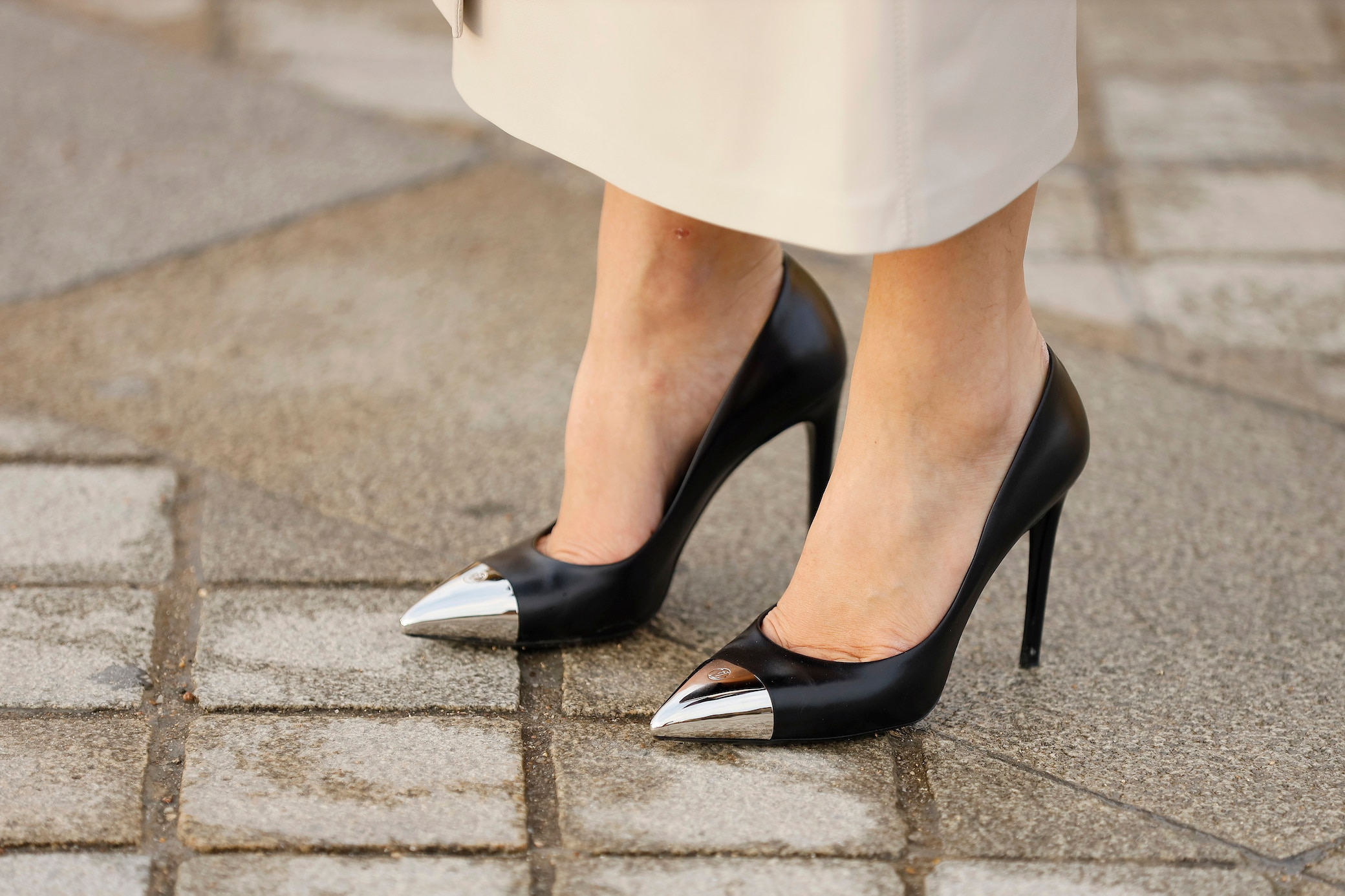 High heels fuß gebrochen