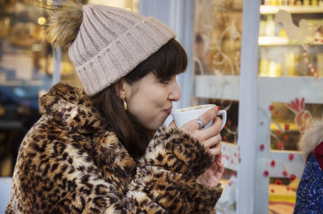 Frau mit Fake Fur