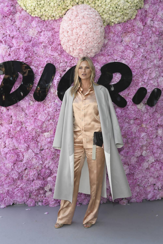 Kate Moss wearing an elegant Pyjama-Set