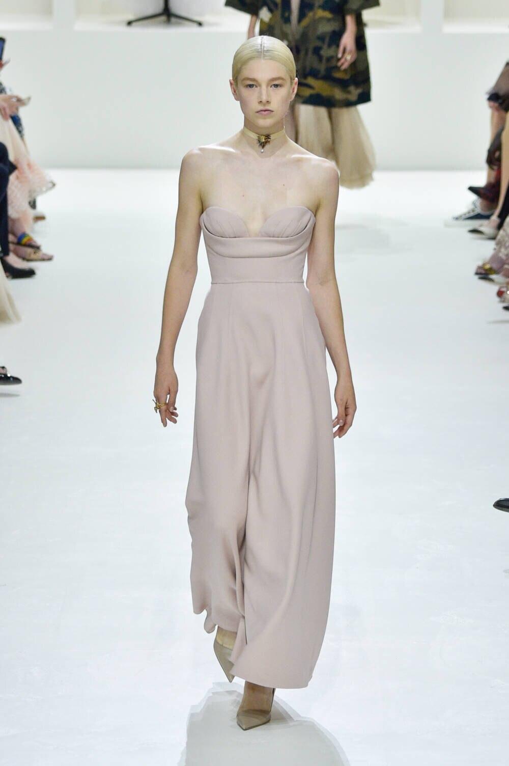 Hunter Schafer auf dem Laufsteg für Dior